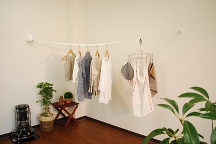 梅雨の季節が来る前に、室内でも快適に干せる!室内用洗濯物干し特集のサムネイル画像