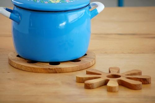 素材を活かした木製の鍋敷きがおしゃれ♪デザインあれこれ大集合!のサムネイル画像