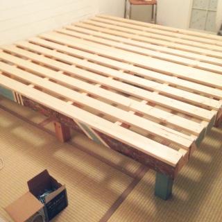 【オリジナルDIY】簡単ベッドの作り方!(すのこ・カラーボックスで自作)のサムネイル画像