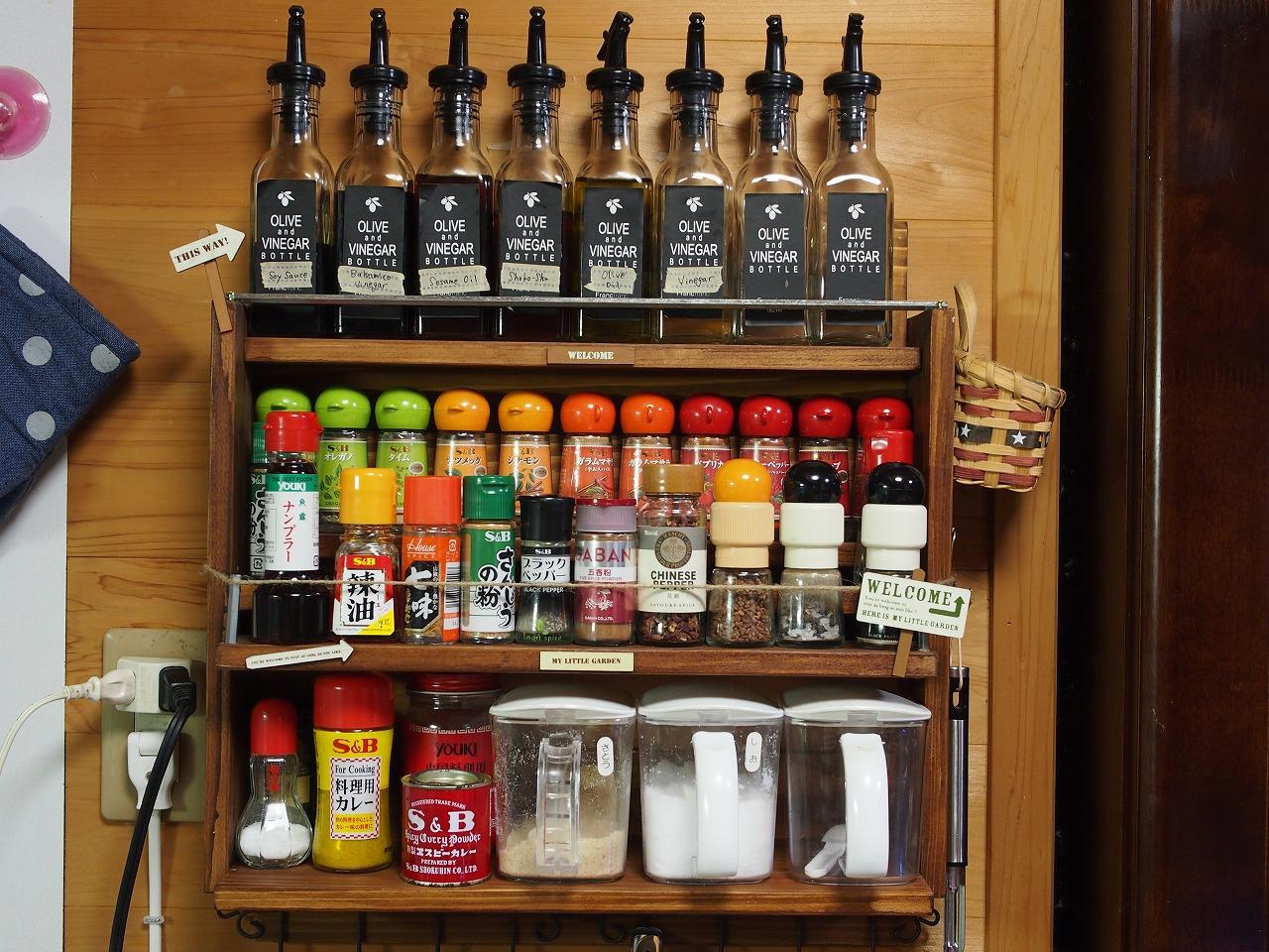 オシャレなキッチンにはこれがある、可愛い!木製調味料ラック!のサムネイル画像