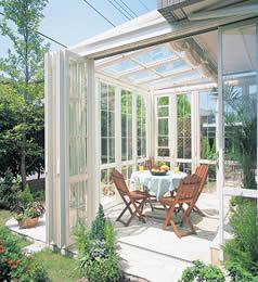 庭にサンルームがあったら素敵!サンルームのdiyに挑戦しよう♪のサムネイル画像