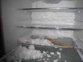 気になる!冷蔵庫の霜をとりたい!霜の原因と取り方は何ですか?のサムネイル画像
