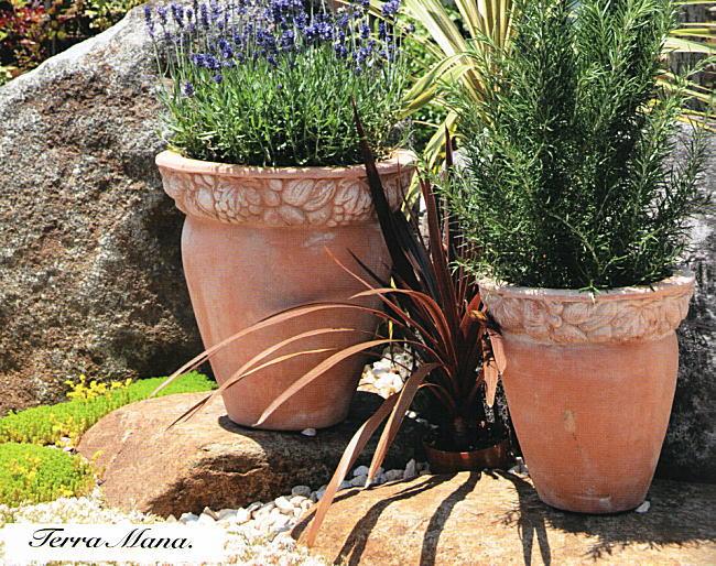 お庭で使う素焼きのプランターを可愛くリメイクしてみませんか♪のサムネイル画像
