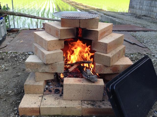 意外と簡単に!レンガ窯を自作して料理の幅もグッと広げてみようのサムネイル画像