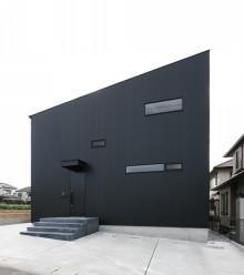 いま、黒がかっこいい!外壁はおしゃれでモダンな黒で決まり!のサムネイル画像