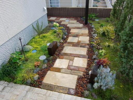 ガーデニングに敷石を♪大切なお庭がもっと素敵になります!のサムネイル画像