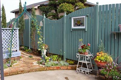 お庭の目隠しにおすすめのウッドフェンスを見つけてみよう!のサムネイル画像