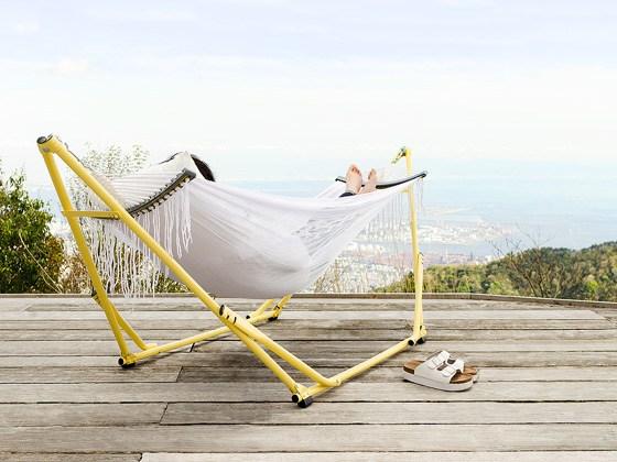 これさえあればどこでもリゾート気分!自立式ハンモックでリラックスのサムネイル画像