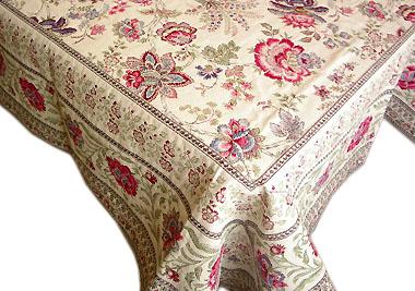 丸形や長方形のテーブルを華やかに彩る正方形のテーブルクロス特集のサムネイル画像