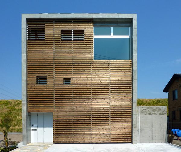 外壁に木材を使って温かみのあるオシャレでモダンな住宅を!のサムネイル画像