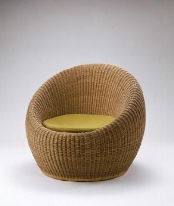 座り心地のいい椅子がひとつあれば、リビングはくつろぎの空間に!のサムネイル画像