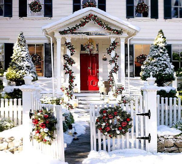 絶対に真似したい!おしゃれすぎるクリスマスの玄関の飾りつけのサムネイル画像
