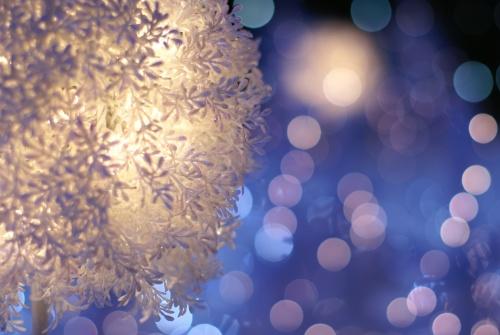 【グリーンよりも断然白】おしゃれで可愛い白のクリスマスツリーのサムネイル画像