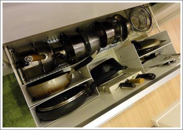 キッチンの引き出し内をすっきりと。今すぐ真似したい収納術のサムネイル画像