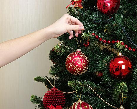 今年はどんな雰囲気にする?おすすめのクリスマスツリーの飾り方のサムネイル画像