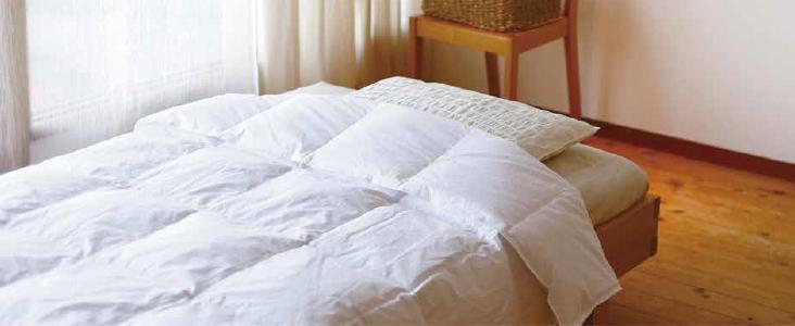 暑く寝苦しい夏の夜を快適にしてくれる布団の選び方についてのサムネイル画像