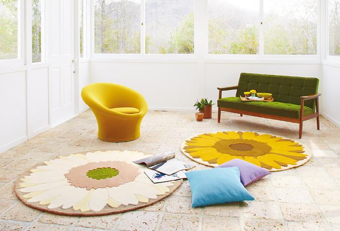 洗えるラグマットで、おしゃれで季節を感じる部屋コーデが素敵!のサムネイル画像