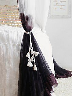 モダンなお部屋にランクアップしてくれるおしゃれなカーテン♡の画像