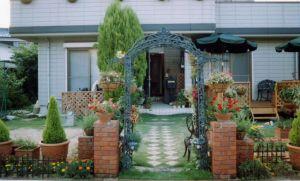 玄関は家の顔!センスが光る、手軽な「玄関先ガーデニング」に挑戦!の画像