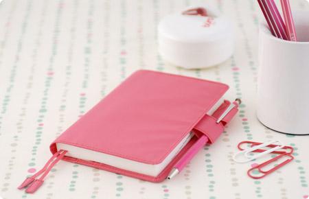 スマホですむけど手帳もいい、手書きをかわいいグッズで楽しみたい!のサムネイル画像
