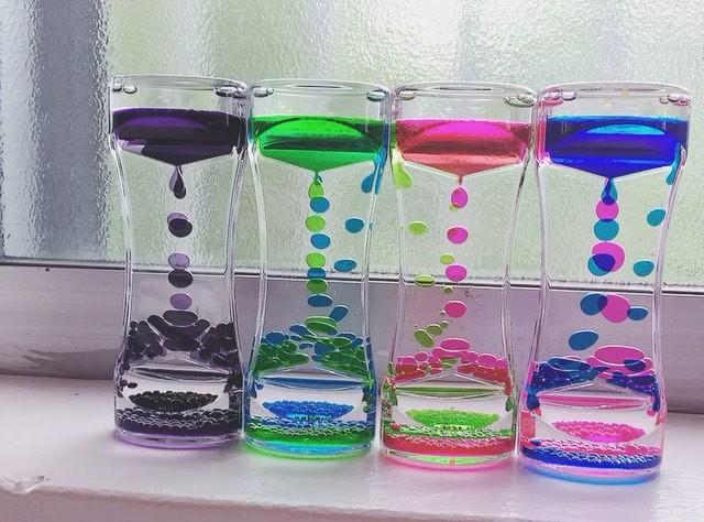 水時計を見つめる時間が癒し時間に。カラフルなインテリアにも!のサムネイル画像