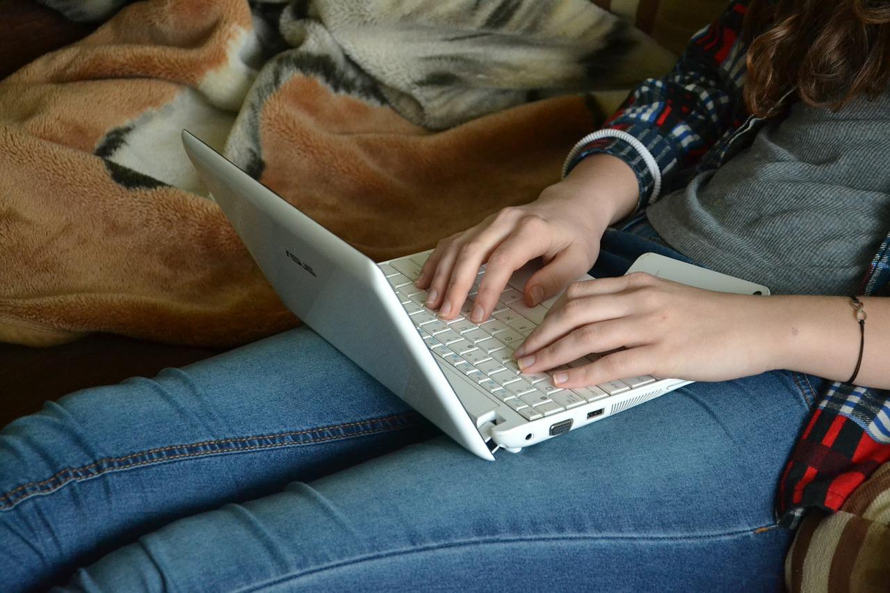 おしゃれで実用的!パソコン仕事が中心の人におすすめの椅子のサムネイル画像