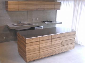 家事もスイスイはかどっちゃいます! キッチンにオシャレな作業台をのサムネイル画像