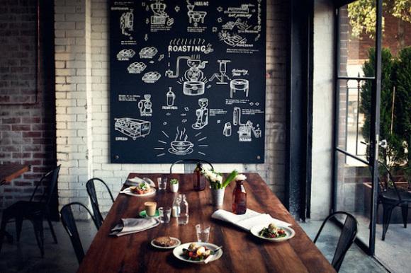 部屋がまるでカフェのようにお洒落に!以外に簡単な黒板の作り方のサムネイル画像