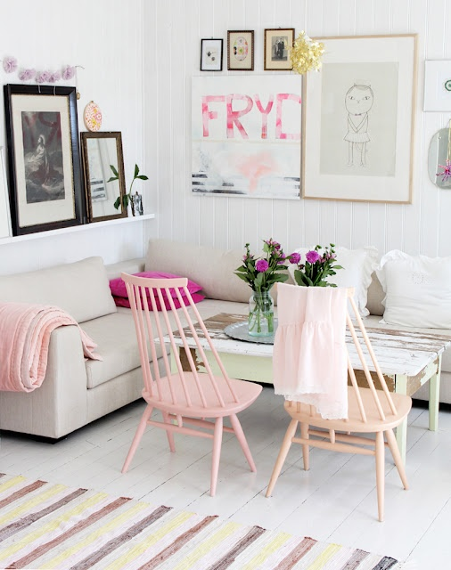 ここがポイント!お部屋の印象をグッと良くするかわいい椅子。のサムネイル画像