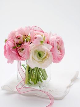 風水でできる開運術。ハッピーを部屋に呼び込むため花の飾り方のサムネイル画像