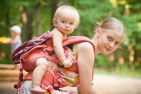 これは便利!おんぶ紐の使い方をマスターして育児をより楽しもう!のサムネイル画像