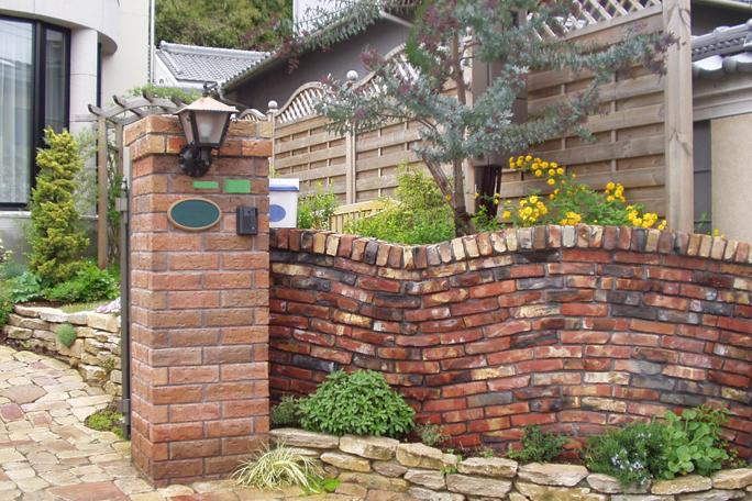 塀の種類を憶えて、 ウオッチングで、自宅の塀で楽しみましょう。のサムネイル画像