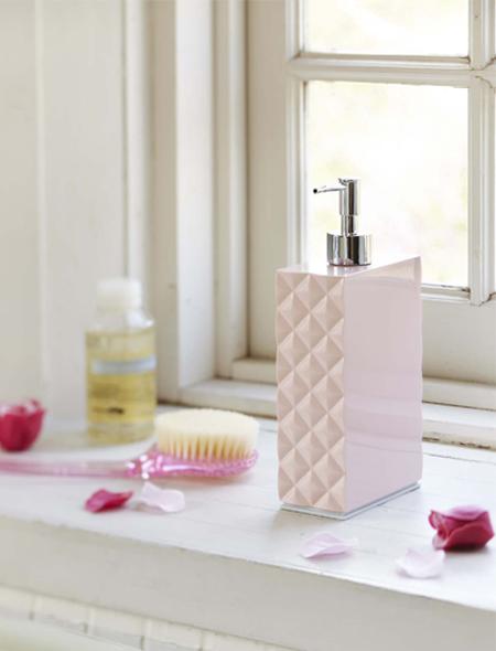 おしゃれなソープディスペンサーで洗面所をスタイルアップ!のサムネイル画像