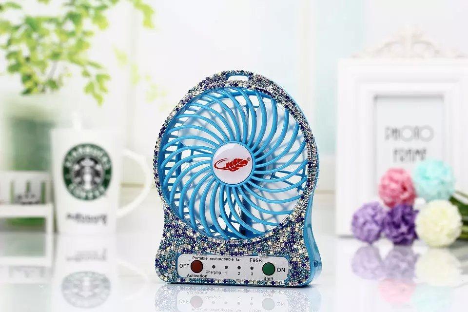 外での作業やレジャーに!充電式扇風機で暑さを吹き飛ばそう!のサムネイル画像