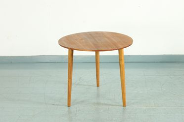 日常の不便を解消!あると便利なミニテーブルをご紹介します。のサムネイル画像