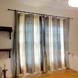 カーテンの丈が長いときはどうする?自分でカーテンの裾上げする方法のサムネイル画像