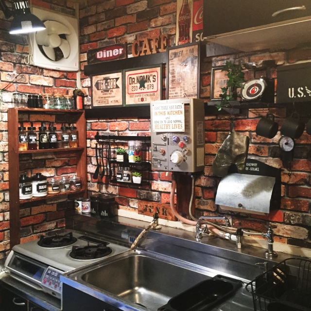 団地のキッチンもアイデア次第でここまでおしゃれに変身出来る!のサムネイル画像