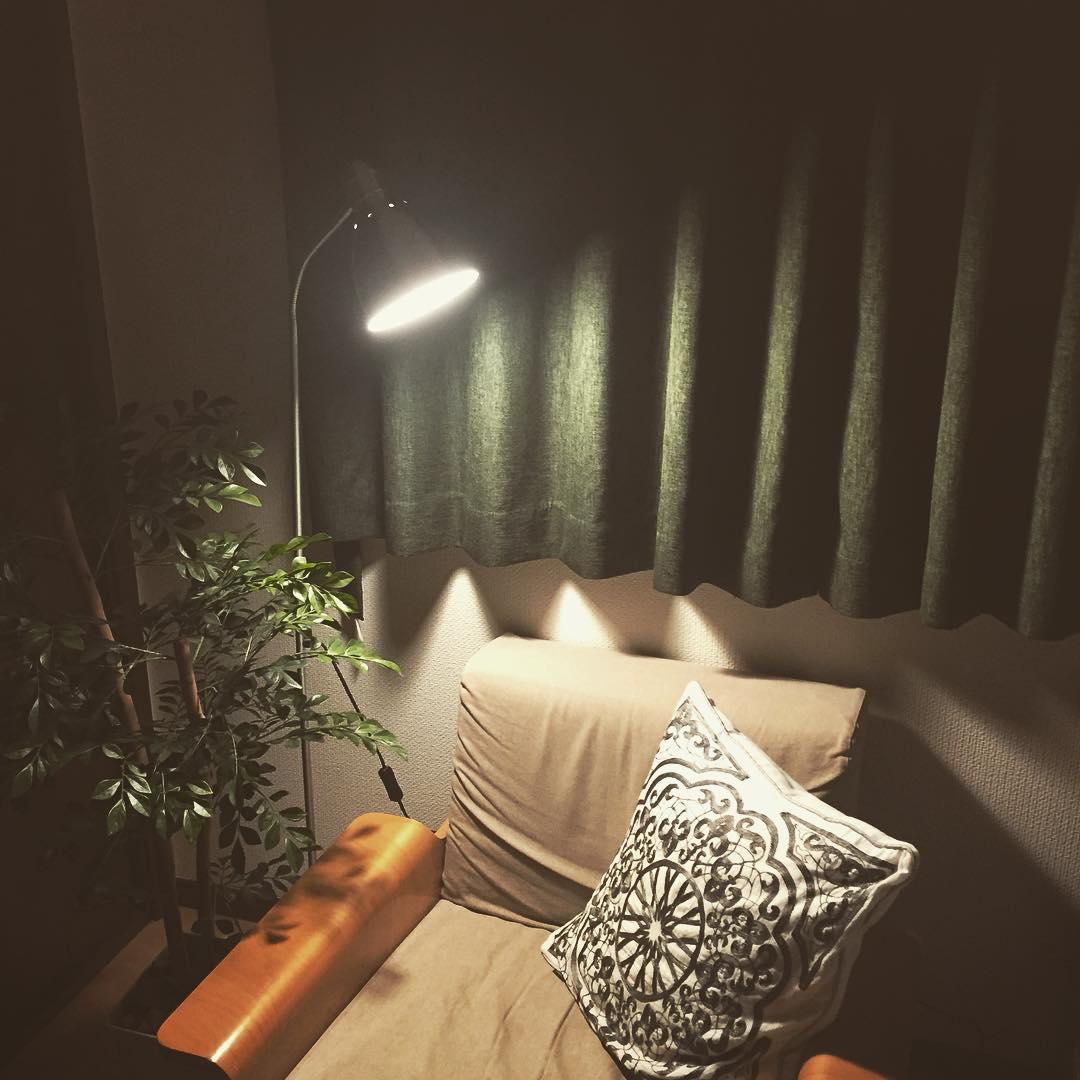 やわらかな光でおしゃれな空間作り!IKEAフロアランプおすすめ17選のサムネイル画像