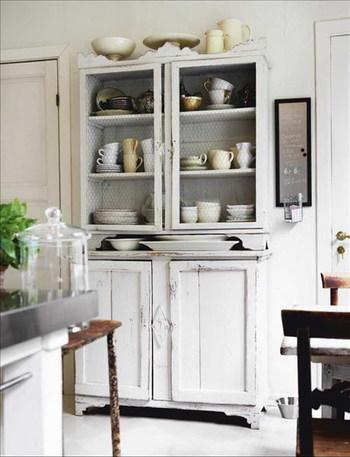 フレンチカントリーやシャビーシックは食器棚から取り入れよう!のサムネイル画像