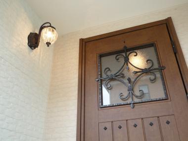 お洒落な玄関ライトで明るく綺麗に輝いた生活を始めませんか?のサムネイル画像