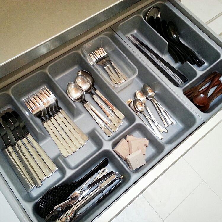 引き出しの中までスッキリ☆使いやすくておしゃれなキッチン収納のサムネイル画像