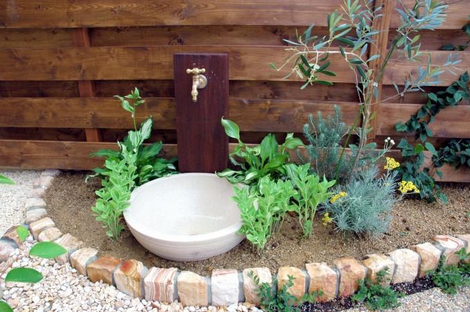 【ガーデニング大好き!】おしゃれすぎる♡花壇のDIYアイデアのサムネイル画像
