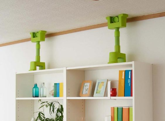 いざという時のために!家具の転倒防止のための突っ張り棒の使い方のサムネイル画像