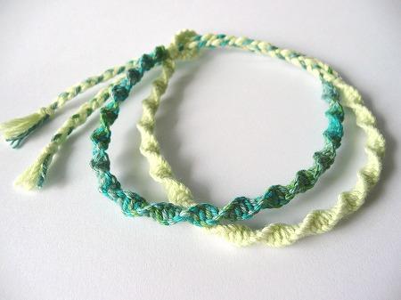 自然な風合いのヘンプで編む!ミサンガの3つの編み方と4つの結び方のサムネイル画像