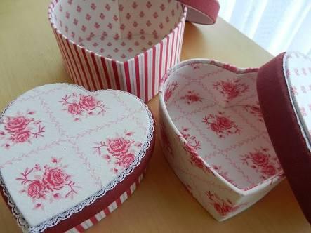 かわいい布箱♡カルトナージュは少ない材料で出来るのです♪のサムネイル画像