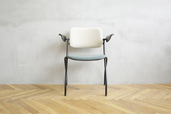 お洒落なお部屋を目指すなら!北欧風家具をそろえてみませんか?のサムネイル画像