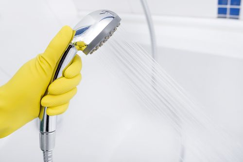 頑固な石鹸カスを落とす方法とは?おすすめ洗剤と予防策も解説!のサムネイル画像