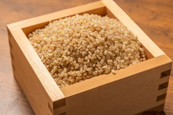 玄米と白米のカロリーは?栄養素や健康に良い食べ方について解説のサムネイル画像