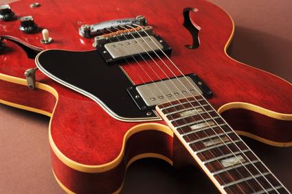 【ギター】たくさんあるギターの収納の仕方に困ったら!【収納】のサムネイル画像