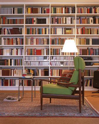 開いてる場所はどこでも使っちゃおう。狭い部屋の収納のコツのサムネイル画像